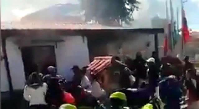 Casa por cárcel a policías investigados por muertes en CAI San Mateo, Soacha