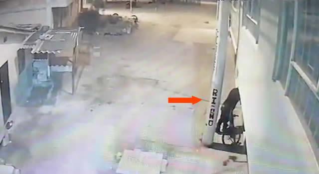 [VIDEO] delincuentes miden llaves y roban contadores en barrio de Soacha