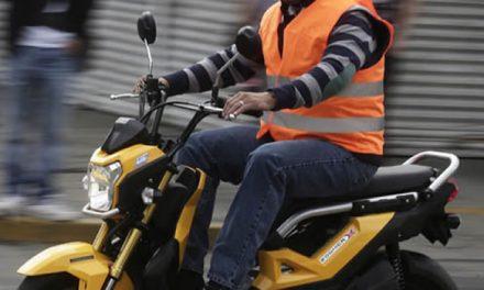 En Bogotá evalúan volver al chaleco con placa para motociclistas