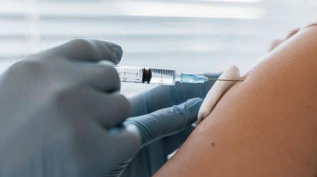 No le aplicaron segunda dosis contra el Covid-19 porque Soacha no reportó primera vacuna