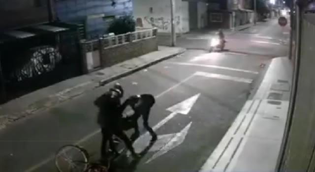 [VIDEO] Indignación por robo a biciusuario en Bogotá
