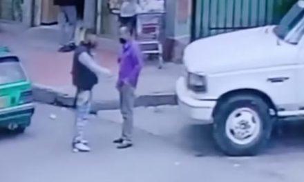 [VIDEO]  De día y en pleno centro de Facatativá, delincuentes atracan a un transeúnte