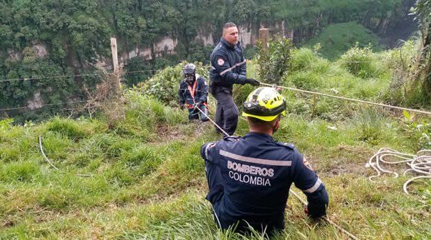 Rescate en el Salto, Bomberos Soacha recuperan cuerpo de joven que se lanzó al vacío