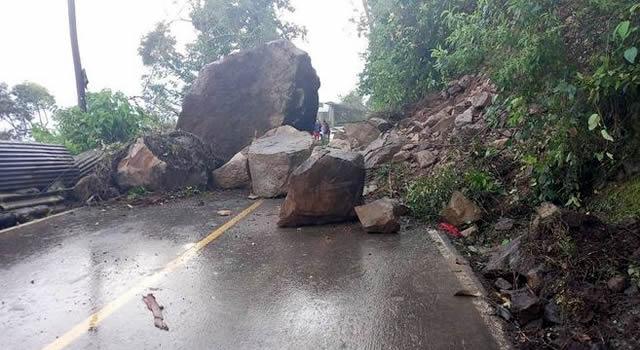 Caída de rocas obliga a cerrar vía Viotá-La Victoria, en Cundinamarca