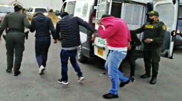 En flagrancia capturan 5 personas que hurtaban residencias en Zipaquirá