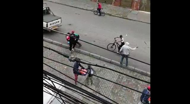 [VIDEOS] Vehículos vandalizados, saqueos y batalla campal en Bogotá