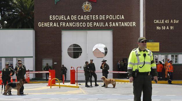 8.000 millones de pesos piden familias de 6 cadetes muertos en atentado