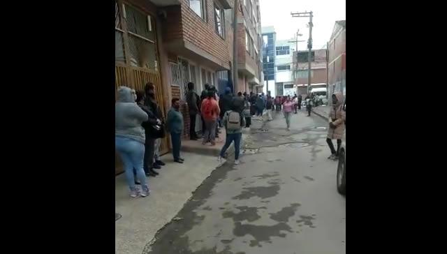 [VIDEO]   Horas de espera y filas sin distanciamiento en el Sisben de Soacha