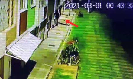 [VIDEO]  Así actúan los ladrones en barrio residencial de Soacha