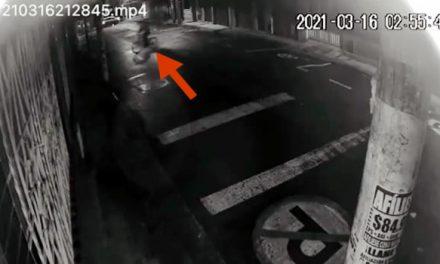 [VIDEO] Inseguridad en el centro de Soacha, ladrones prueban llaves para robar viviendas