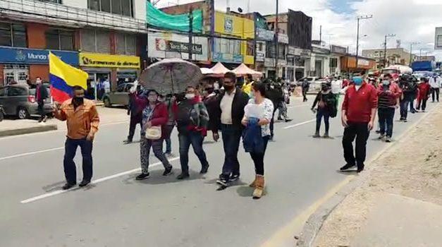 Manifestantes bloquean la autopista Sur de Soacha