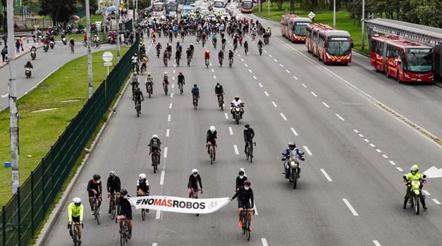 Ciclistas se tomaron la AutoNorte para protestar por el robo de bicicletas