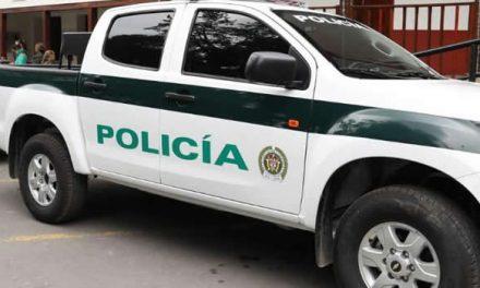 Delincuentes roban camioneta y arma a un policía en Bogotá
