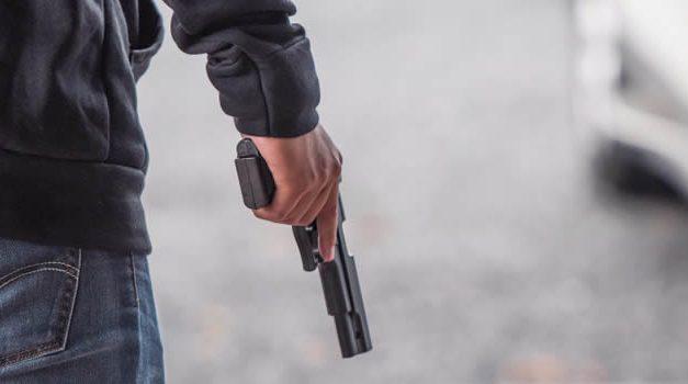 Sicarios asesinan a dos personas que estaban dentro de una droguería en Bogotá