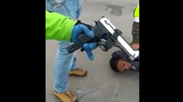 [VIDEO] En Cundinamarca detienen extranjero y le dan una golpiza por robar