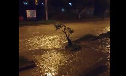 [VIDEO] Calles de Quintanares, Soacha, se siguen inundando con el menor aguacero