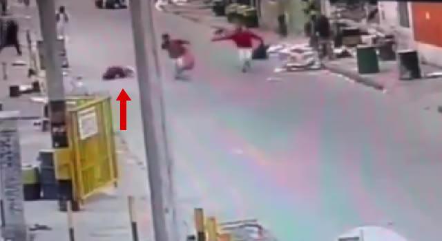 [VIDEO] Asesinan mujer en Bogotá y uno de los delincuentes regresa para robarla