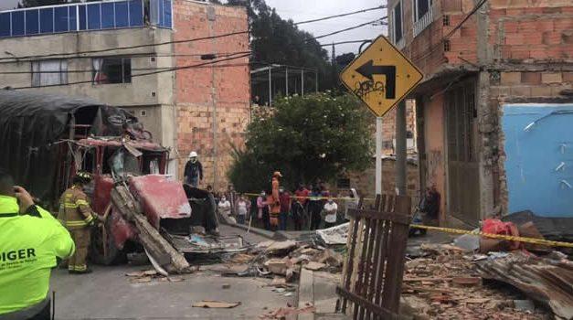 Los dos ancianos que  un camión mató al estrellarse con su  vivienda en Bogotá
