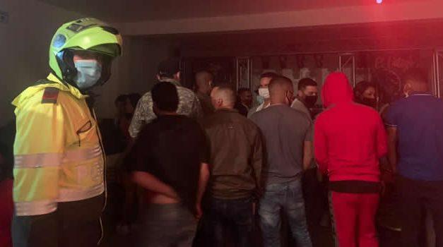 Descubren otra fiesta clandestina con más de 100 personas en Bogotá