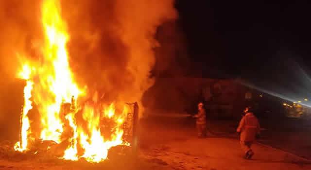 Se incendia 'furgón-taller' frente a Indumil en Soacha