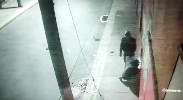 [VIDEO] Ladrones roban por quinta vez un negocio en Bogotá