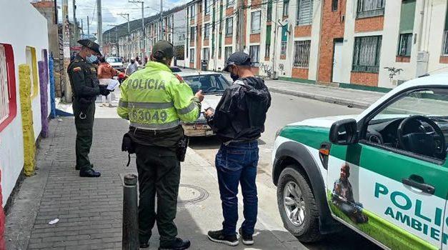 En Bogotá hombre mata un perro luego de atarlo a un poste