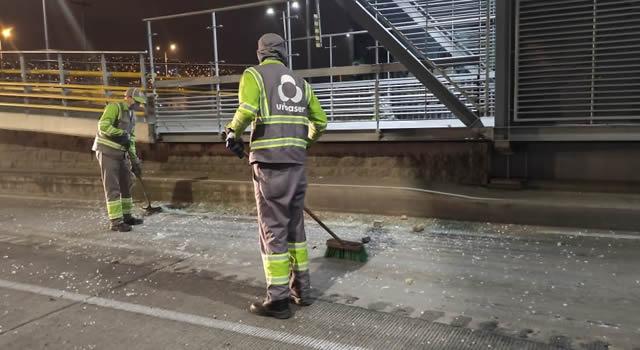 Así se limpian las calles después de las marchas
