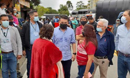 Gobernación y camioneros acuerdan despejar corredor vial del Tequendama