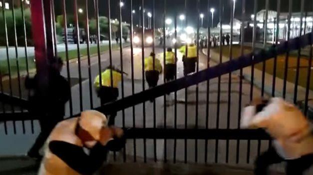 A piedra encerraron al comandante de policía y secretario de gobierno de Bogotá