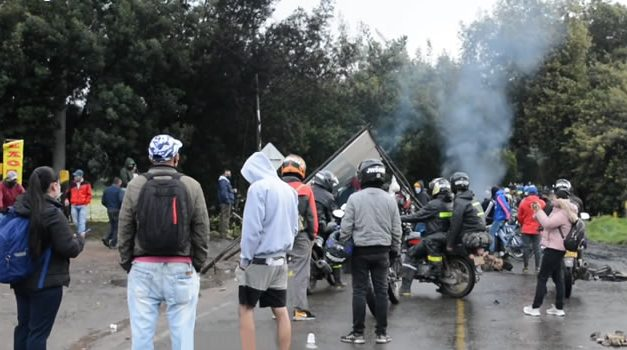 Siete puntos de bloqueo permanecen en vías de Cundinamarca