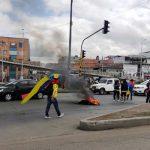 Bloqueos en calle 22 de Soacha, plantón desde la madrugada