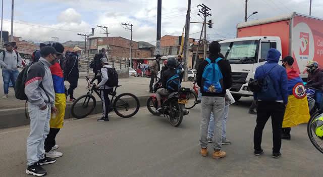 Persisten bloqueos de vías en 14 puntos de Cundinamarca