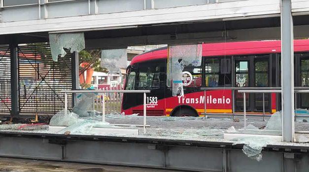 Estación Terreros también quedó fuera de servicio por graves daños durante protestas en Soacha