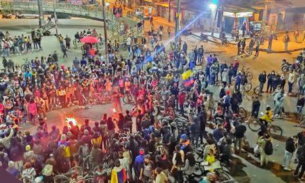 Gigantesca concentración en la calle 22 de Soacha