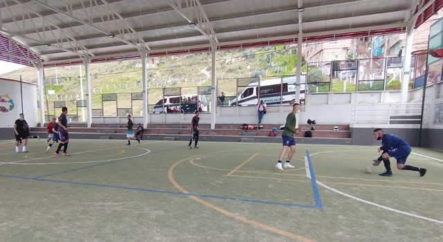 Con partido de microfútbol se busca la reconciliación entre policía y comunidad