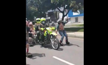 El video protagonizado por jóvenes y policías que se hizo viral en medio del paro
