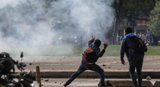 Estaciones y semáforos vandalizados, y 50 buses del SITP afectados durante protestas en Bogotá