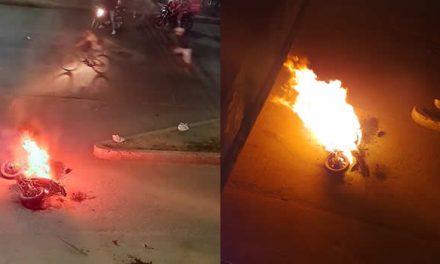 [VIDEO]  Así fue la quema de una moto en medio de las manifestaciones de anoche en Soacha