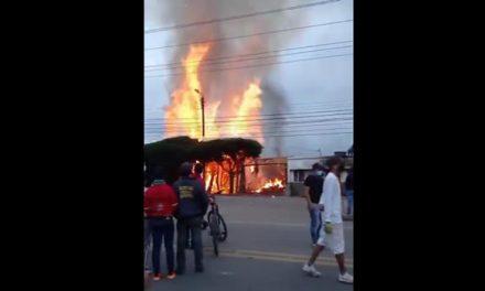 [VIDEO]  Incendian subestación de policía de Cartagenita en Facatativá, Cundinamarca