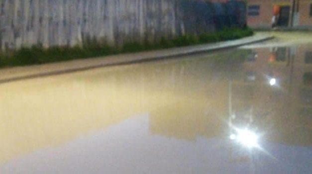 Como una piscina quedó vía recién arreglada en Soacha