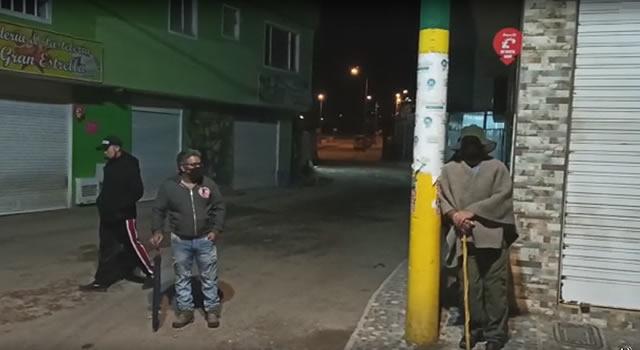 [VIDEO]  Armados con palos y pitos, habitantes del barrio Tabacal de Soacha patrullan sus calles