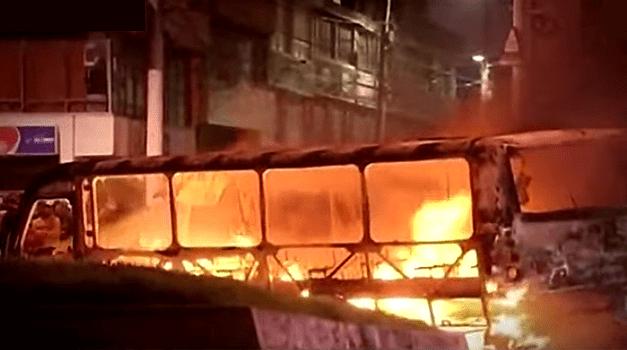 Incineran dos buses del SITP en medio de protestas en Bogotá