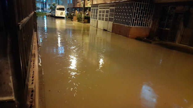 [VIDEO] Inundaciones, emergencias y caos por el aguacero de anoche en Soacha