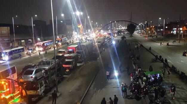 En salida del puente festivo, bloquean autopista Sur de Soacha