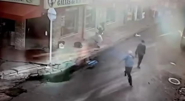 [VIDEO]  Limpiavidrios asesinan a un joven por robarle el celular en Bogotá
