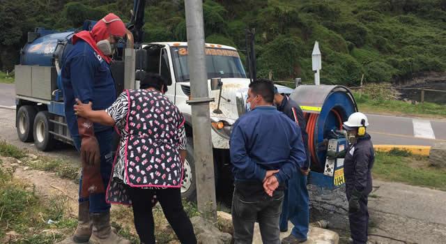 Aguas residuales ya no corren por vía de El Charquito, Soacha. Se atendió la denuncia