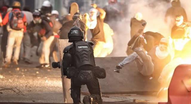 17 capturados, 60 lesionados y 24 estaciones afectadas durante protestas del 20 de julio en Bogotá