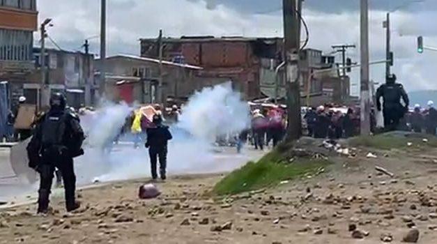 Vándalos atacaron y el Esmad intervino en Bogotá, hay heridos