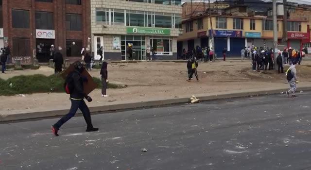 Al menos 15 heridos dejan choques entre Esmad y manifestantes en Bogotá