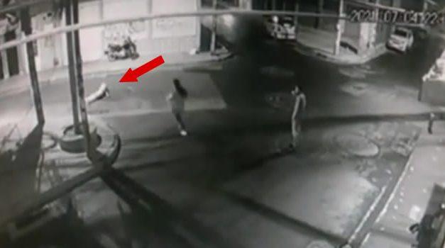 [VIDEO] Delincuentes le disparan en la cabeza a un hombre por robarlo en Soacha